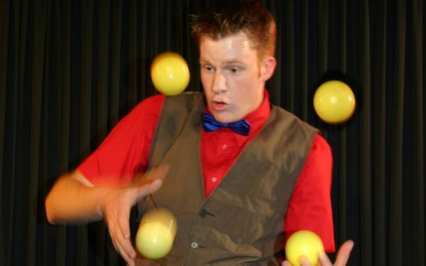 KinderFerienSpaß – Comedy-Jongleur Christian Dirr